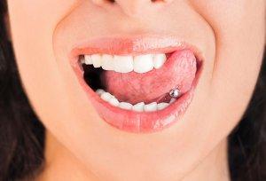 problemas piercings lengua